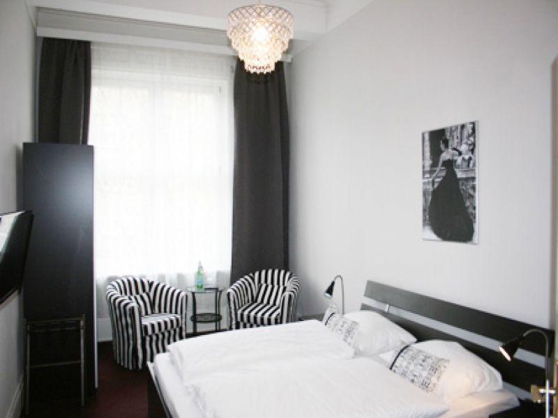 Hotel Hamburg Dusche Im Zimmer : Doppelbettzimmer Hotel Fresena Hamburg